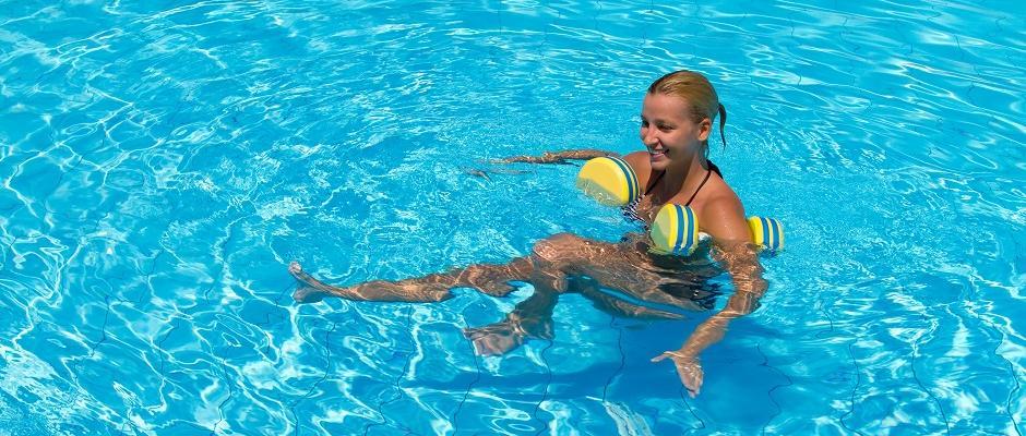 zwembad vier zit